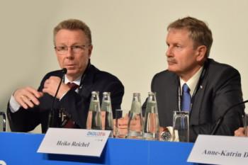 Von links: Dr. med. Manfred Neubert und Prof. Dr. med. Heiko Reichel bei der DKOU-Pressekonferenz am Freitag, den 28. Oktober 2016 © Anne Faulmann